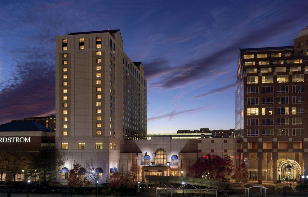 (c)Ritz-Carlton